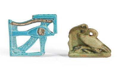 DEUX AMULETTES. Lot composé de deux amulettes...
