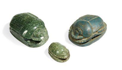 TROIS SCARABÉES. Lot composé de trois scarabées...