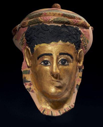 MASQUE DE MOMIE. Masque de momie représentant...