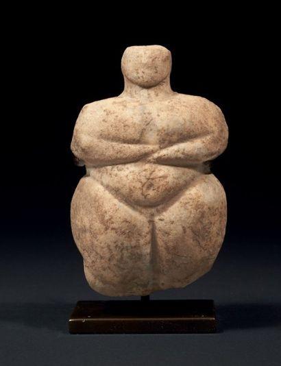 IDOLE NÉOLITHIQUE. Rare statuette représentant...