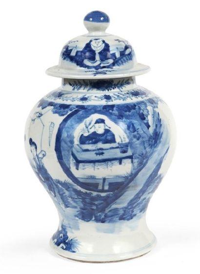 POTICHE COUVERTE en porcelaine décorée en...