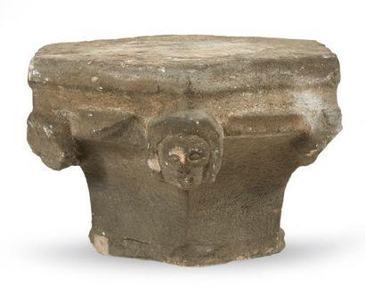 CHAPITEAU de colonne en pierre calcaire sculptée...