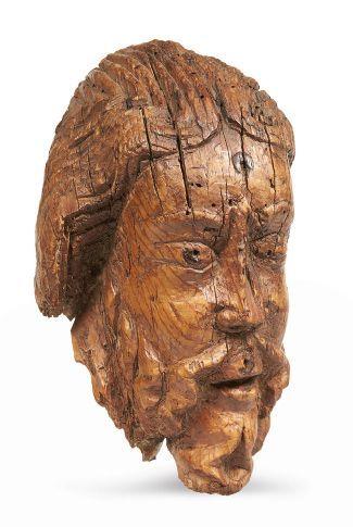 TÊTE DE CHRIST en bois de résineux sculpté....