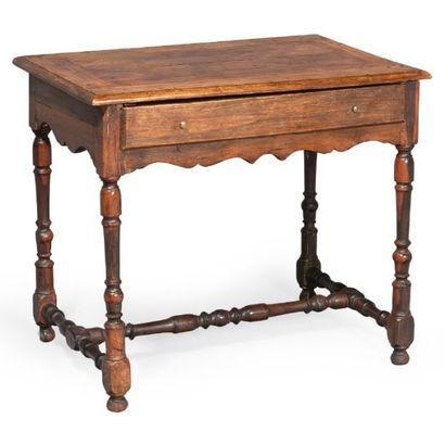 TABLE en noyer et gaïac ouvrant à un tiroir;...