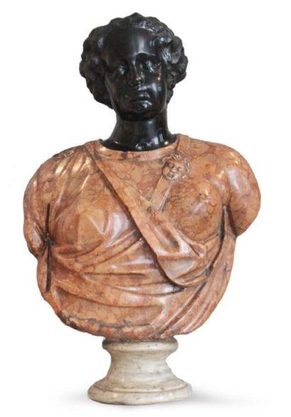 BUSTE DE FEMME en marbre de Vérone avec tête...