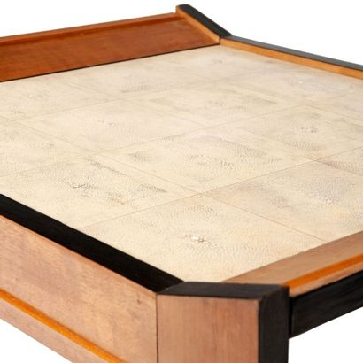 Rose ADLER (1892-1969) Rare table d'appoint Sycomore, placage d'ébène et galuchat...