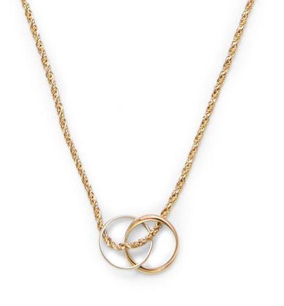 Chaîne en or jaune 18K, ornée d'un pendentif en trois anneaux. Poids: 4,4 g