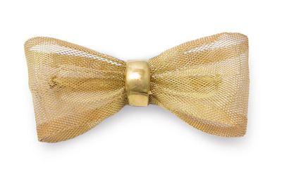 Broche noeud en résille d'or jaune 18K. Poids: 11,7 g