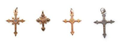 Suite de quatre croix pendentifs savoyardes,...