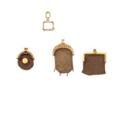 Suite de trois porte-monnaie en or jaune...