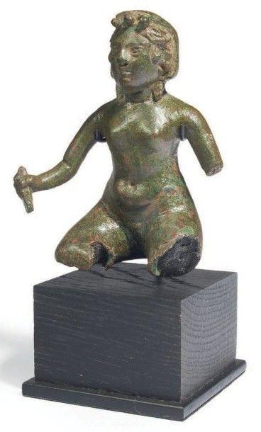 STATUETTE DE FEMME NUE. Statuette représentant...