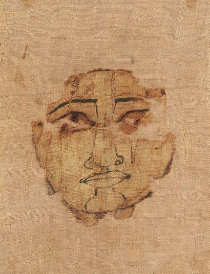 FRAGMENT DE LINCEUL OSIRIEN. Il est peint...