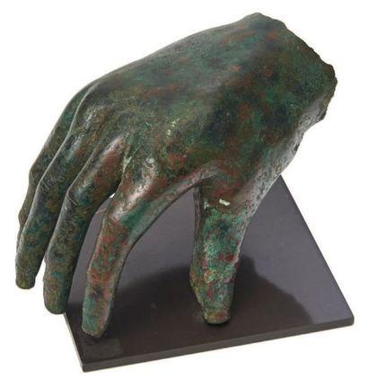 MAIN DE STATUE. Main droite provenant d'une...