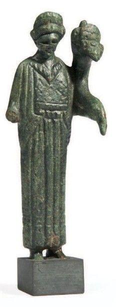 STATUETTE DE FORTUNA.Statuette de style archaïsant...