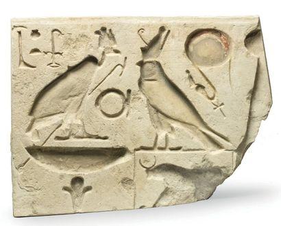 TITULATURE ROYALE. Bas-relief sculpté du...