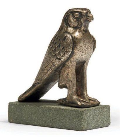 FIGURINE D'HORUS. Rare statuette représentant...