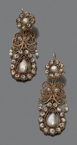 Paire de pendants d'oreilles en or 9K. (375°/°°),...