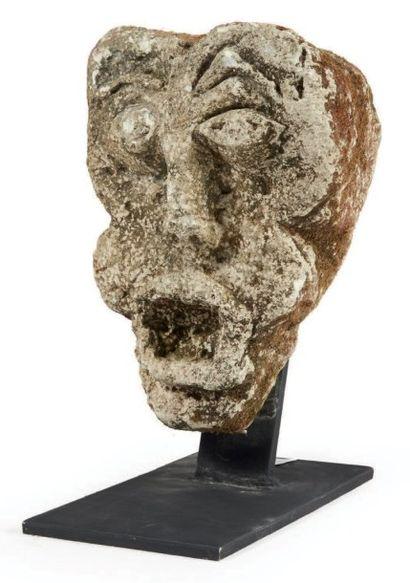 MODILLON en pierre calcaire sculptée à décor...