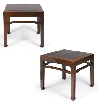 PAIRE DE SELLETTES de forme carrée en bois....