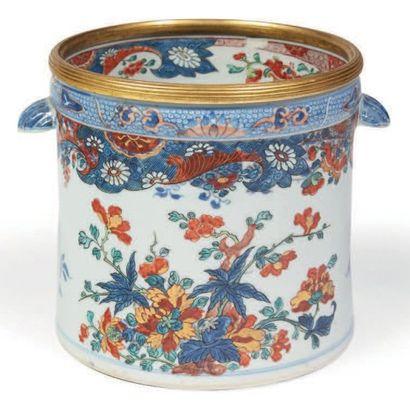 RAFRAICHISSOIR en porcelaine décorée en bleu...