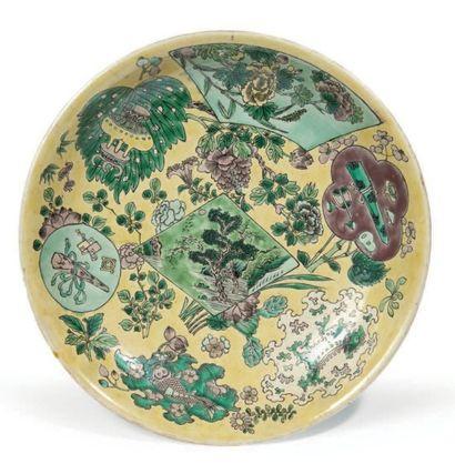 COUPE en porcelaine émaillée vert, jaune...