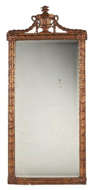 MIROIR en bois peint à l'imitation du bronze,...