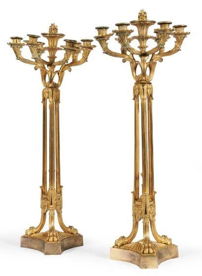 PAIRE DE CANDÉLABRES en bronze doré à deux...