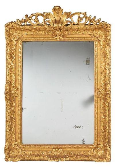 MIROIR de forme rectangulaire en bois doré...
