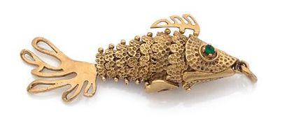 PENDENTIF en or jaune 18K, en forme de poisson,...