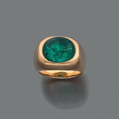 VAN CLEE F & ARPELS ANNÉES 1950 Bague de petit doigt en or jaune 18K, ornée d'une...