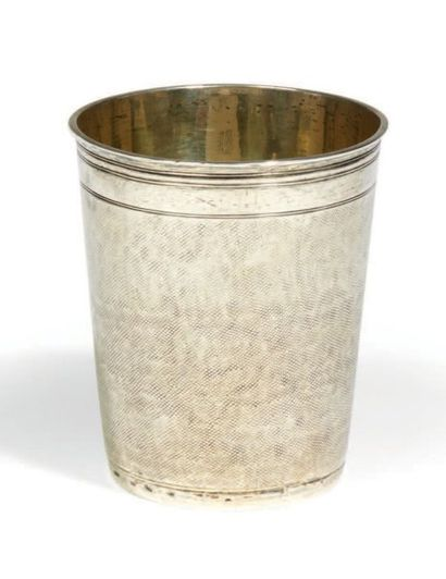 GOBELET tronconique à fond plat en argent,...