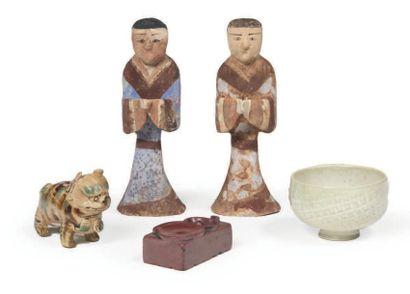 ENSEMBLE comprenant deux statuettes de personnages...