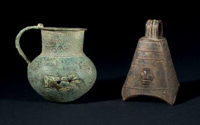 LOT constitué d'UNE CLOCHE-PENDENTIF de l'ancien Royaume du Bénin (probablement...