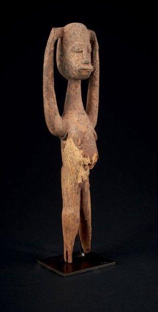 STATUETTE BATEBA les bras en l'air jusqu'à la tête. Lobi, région de Gaoua, Burkina...