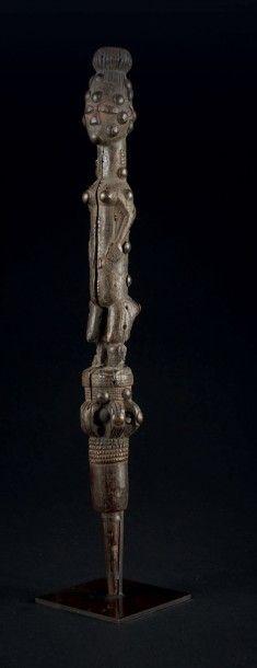 ANCIEN HAUT DE CANNE représentant une jeune...