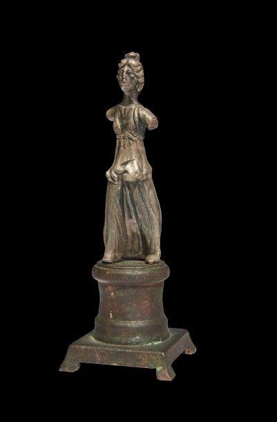 STATUETTE DE DÉESSE. Statuette représentant...