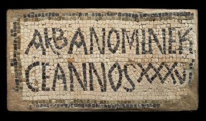 MOSAÏQUE ÉPIGRAPHIQUE. Mosaïque (deux fragments...