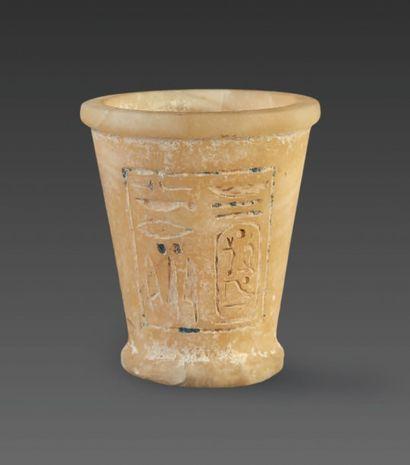 VASE AU NOM DE RAMSÈS II. Vase godet gravé...