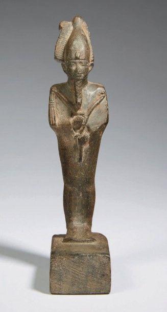STATUETTE D'OSIRIS. Statuette représentant le dieu Osiris momiforme sur un socle...