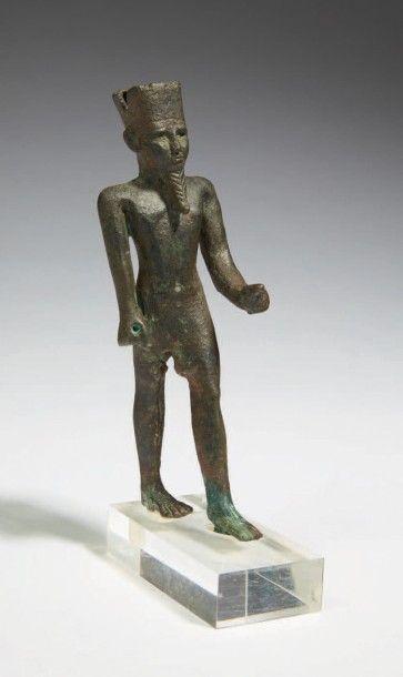 STATUETTE D'AMON. Statuette votive représentant le dieu Amon dans l'attitude de...