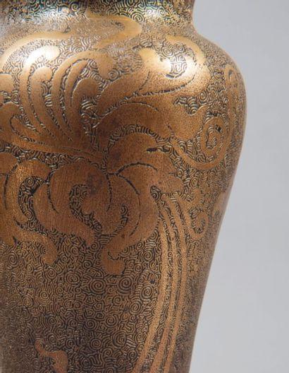 VAL SAINT LAMBERT, LÉON LEDRU (1855-1926) Paire de vases en cristal bleu au décor...
