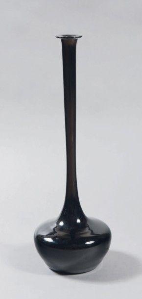 VAL SAINT LAMBERT, ROMAIN GEVAERT ET JEANNE TRIXHON-GEVAERT Vase oignon de Jemeppe...