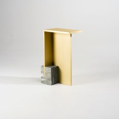 NORAYR KHACHATRYAN (NÉ EN 1983) Prototype Table d'appoint modele «I F n r. 6» Marbre...