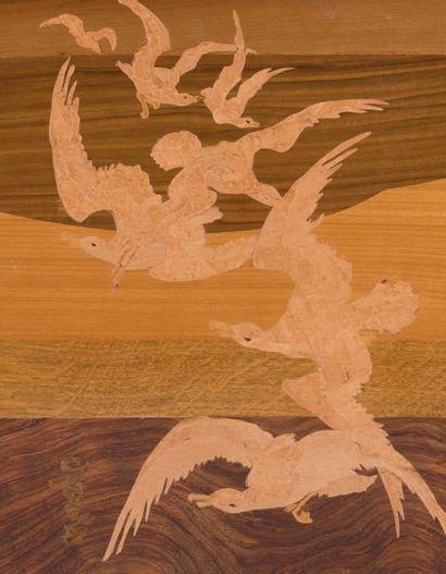 ÉMILE GALLÉ (1846-1904) France Suite de trois tables gigognes Marqueterie de bois...