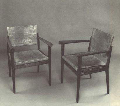 TRAVAIL FRANÇAIS Paire de fauteuils Chêne sablé, peint et tissu Vers 1930 H_80 cm...