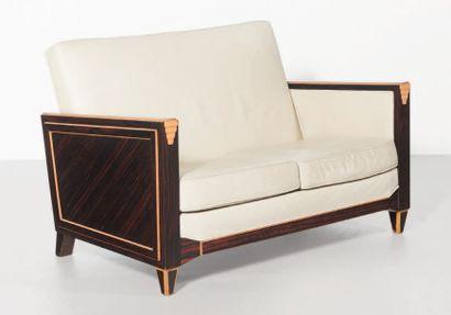 TRAVAIL FRANÇAIS Ensemble de salon comprenant un canape deux places et une paire...