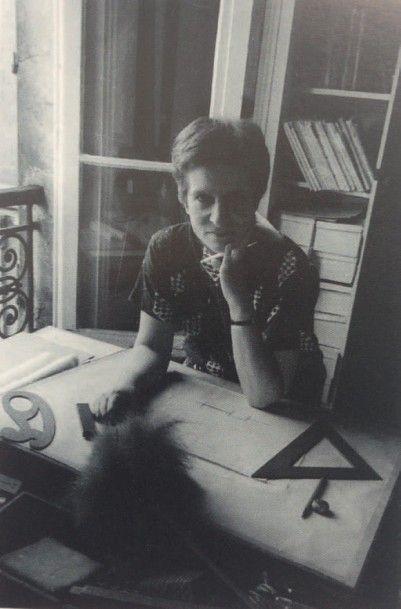 JANETTE LAVERRIÈRE (1909-2011) France Lampadaire a tablette Métal laqué et bois naturel...