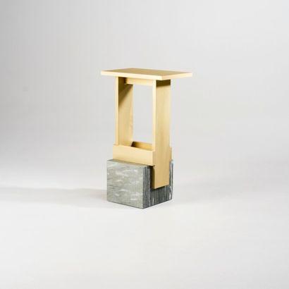 NORAYR KHACHATRYAN (NÉ EN 1983) Prototype Table d'appoint modele «I F n r. 2» Marbre...