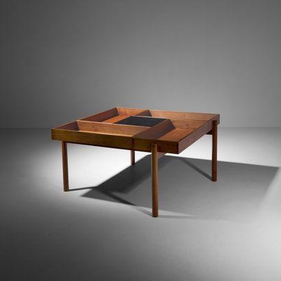 MICHAEL BLOCH Prototype Danemark Table basse à compartiments Acajou et verre Édition...