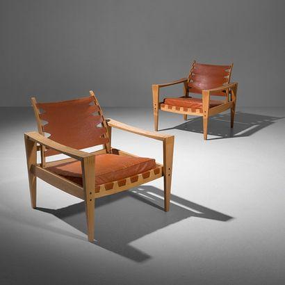MICHAEL BLOCH (1930-2015) Prototype Danemark Paire de fauteuils Bouleau et cuir cognac...